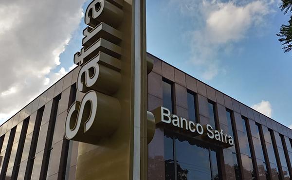 Juiz manda banco Safra parar de cobrar aposentado por consignado não contratado
