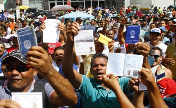 Mais 1,1 milhão de brasileiros buscam vagas, e taxa de desemprego bate recorde