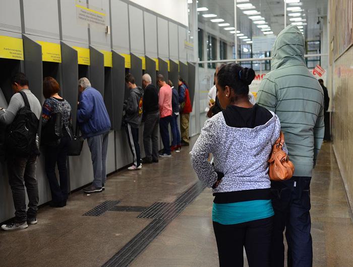 Justiça autoriza reabertura de bancos em Curitiba, mas limita presença de clientes
