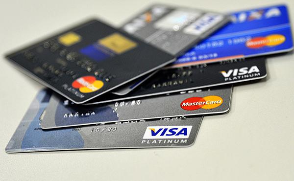 Você ainda não paga o total do cartão de crédito? Saiba que o juro foi para 329%