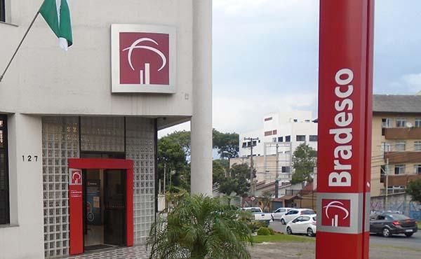 Tidos como 'dinossauros', grandes bancos do País estão entre os mais digitalizados do mundo