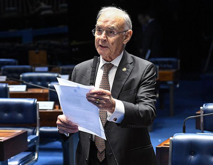 """Senador apresenta outro projeto do """"boleto bancário"""" da contribuição sindical"""