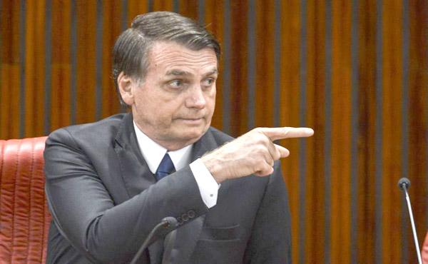 Bolsonaro diz que vai demitir presidente dos Correios por 'comportamento de sindicalista'
