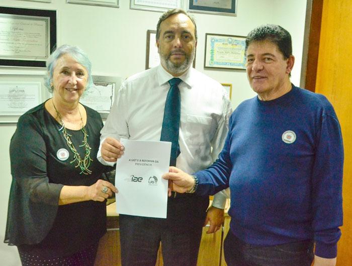 Federação dos Bancários e UGT entregam documento sobre reforma da Previdência ao deputado Francischini