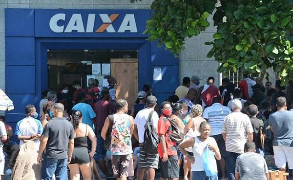 Bancários da Caixa ameaçam entrar em greve; entenda