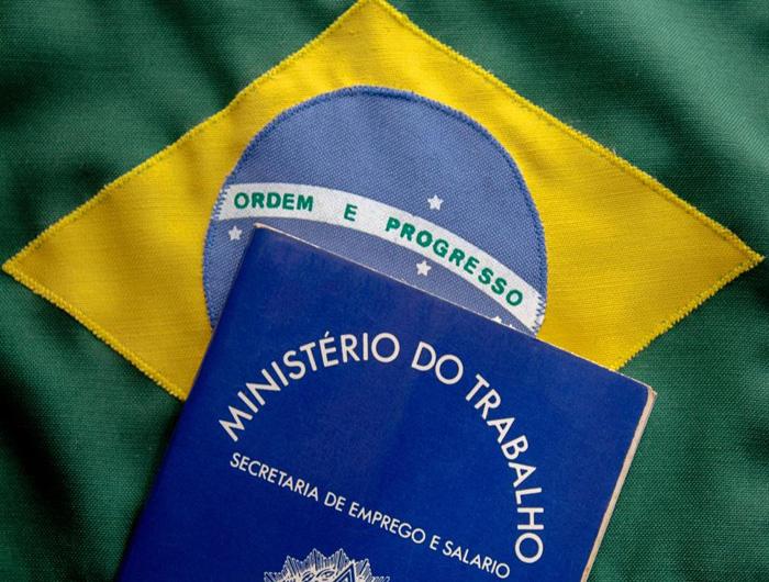 Cármen cobra explicações de Bolsonaro sobre Carteira Verde Amarela