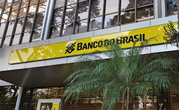 Banco do Brasil convida os funcionários que não integram grupo de risco para trabalho presencial
