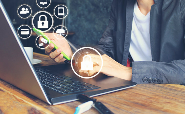 Trabalho digital cresce 5 vezes e ameaça direitos trabalhistas, diz OIT