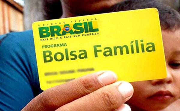 Governo Bolsonaro não deve pagar 13º salário do Bolsa Família em 2020