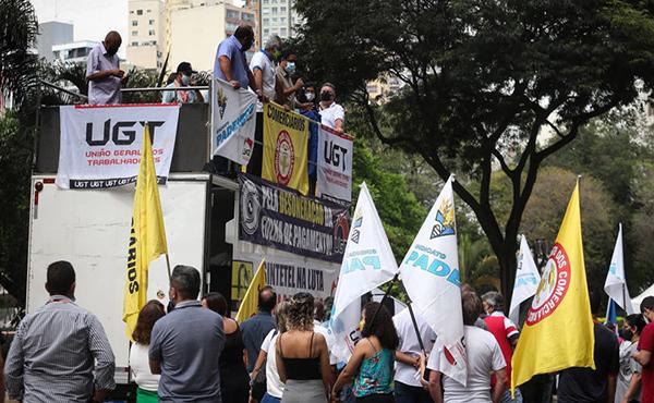 Sindicalistas protestam contra o veto de Bolsonaro à desoneração da folha de pagamento