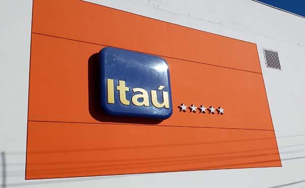 Itaú fecha 114 agências, 20 PABs e 775 caixas eletrônicos em um ano