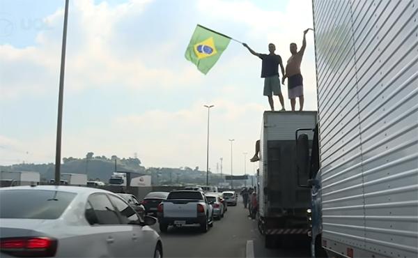 Crise é pior que a de 2018, Bolsonaro se contradiz e caminhoneiros não vão recuar, diz líder da categoria