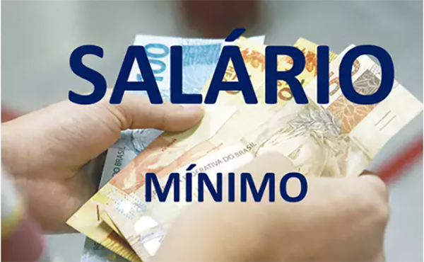 Bolsonaro admite que 'salário mínimo está baixo', mas diz que não tem como aumentar
