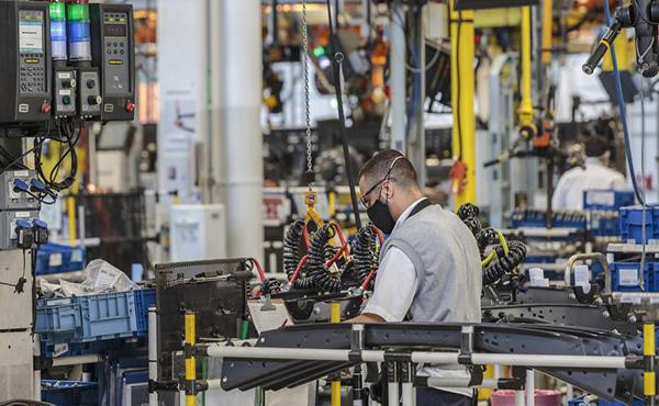 CNI projeta recuo de 4,1% na indústria e de 4,2% no PIB deste ano
