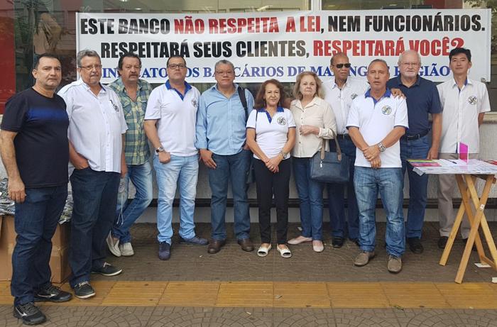 Sindicato realiza protesto contra abertura de agência do Santander ao sábados em Maringá