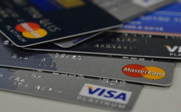Com juros altos, rotativo do cartão e cheque especial perdem espaço
