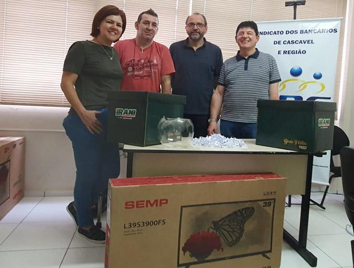 Sindicato de Cascavel sorteia mais 10 cestas e uma TV da promoção deste Natal