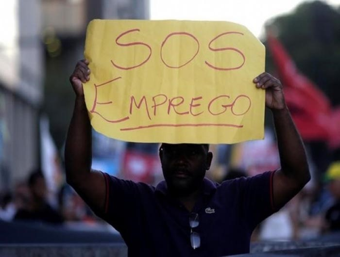 Brasil fecha 43 mil vagas formais em março, mas secretário diz que não há razão para